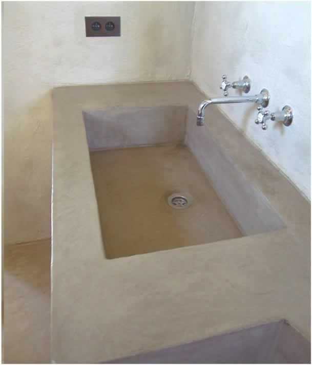 Evier en beton cir waxed concrete sink kitchen for Beton mineral mur salle de bain