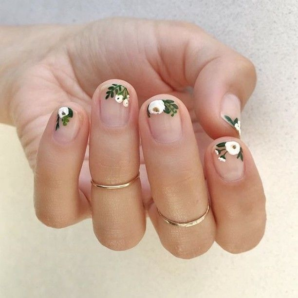 It S Manimonday Super Short Nails Can Still Be Elegant And Pretty As Shown By Editorial And Campaign Nail Floral Nail Art Spring Nail Art Nail Art Wedding