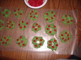 easy christmas cookies | Holiday Goodies: How To Make Easy No-Bake Christmas Wreath Cookies