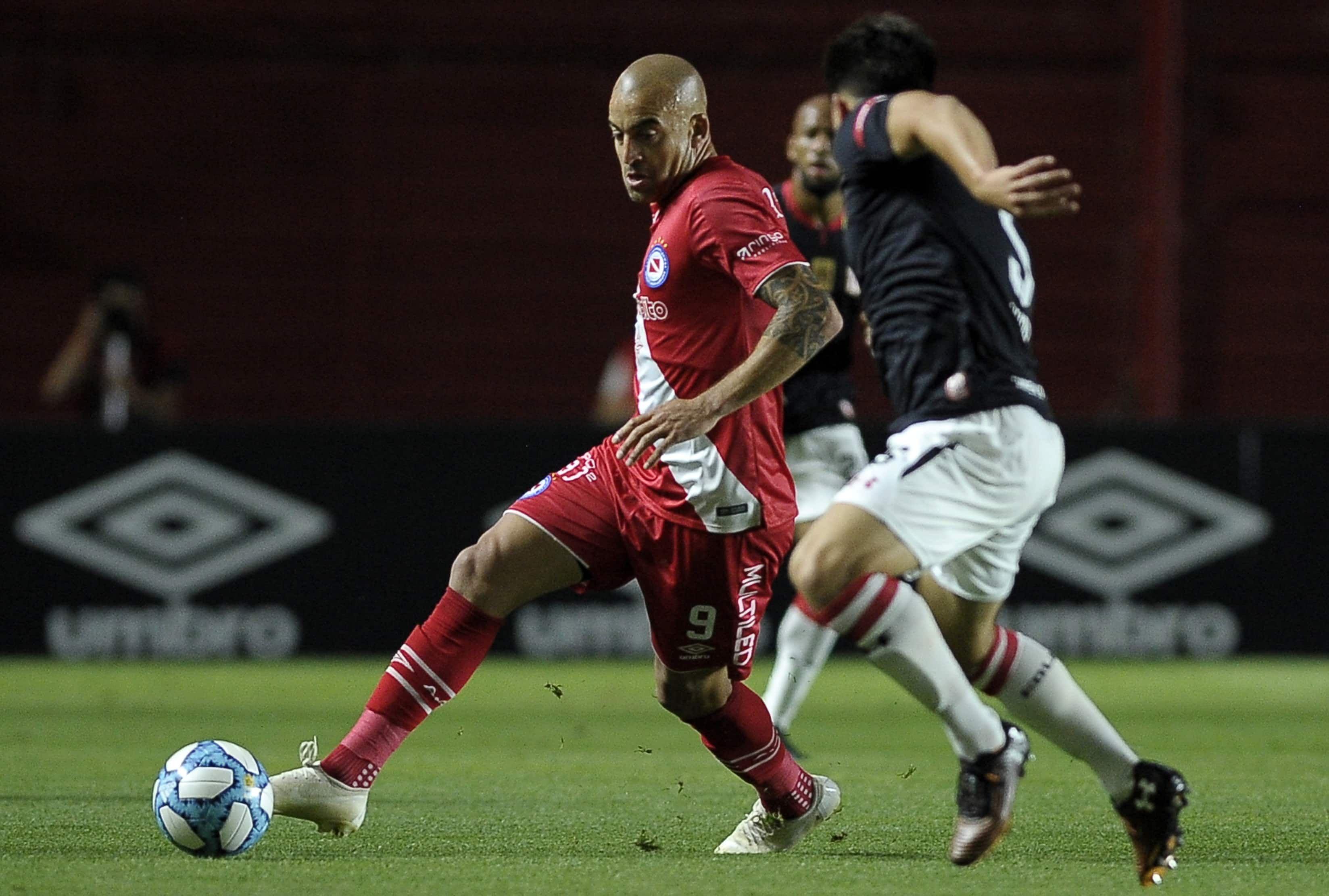 El Bicho empató, pero termina el año puntero Futbol