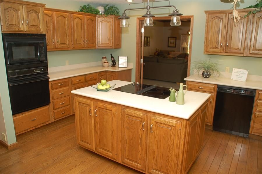 pictures of kitchen wood floors with honey oak cabinets google rh pinterest com
