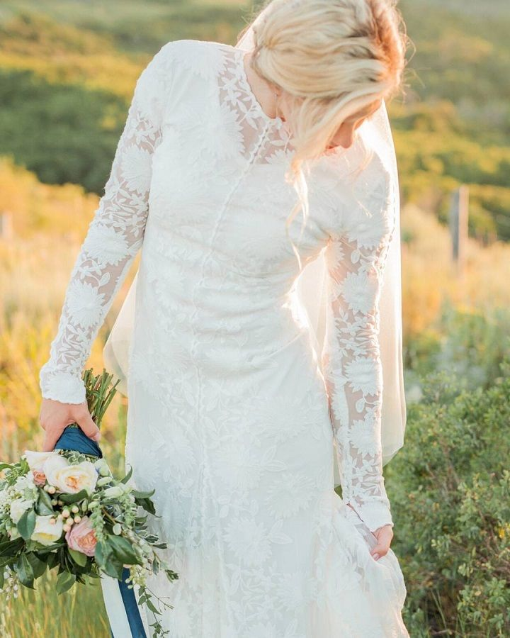 Modest wedding dress #weddinggowns #weddingdress #weddingdresses #weddinggown #bride