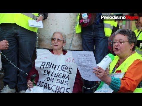 Los Yayoflautas se encadenan en contra de las medidas del Gobierno - PeriodismoDignoTV - YouTube
