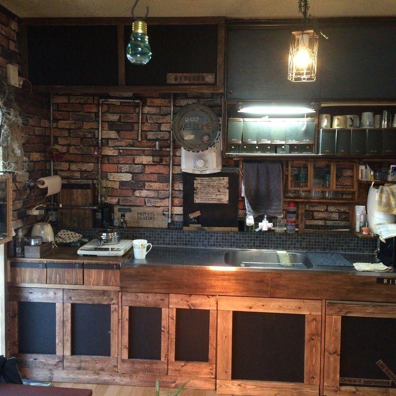 古い団地のありきたりなキッチンをセルフリノベーションしました シンクは元々付いてるのをそのまま使用 かなり古いので扉は作り変えました キッチン diy キッチン diy シンク 団地キッチン