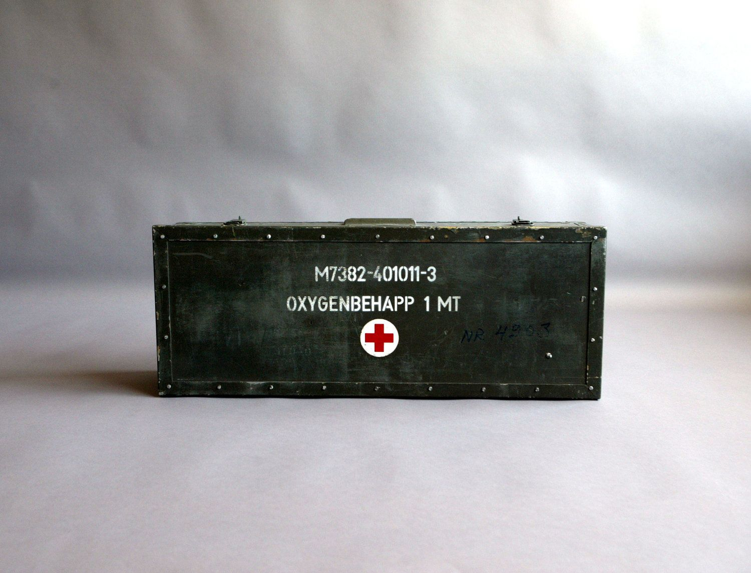 c24d24c39d07e7aa1b017ca45be6669d vintage swedish military medical trunk military pinterest Old Fuse Box Parts at beritabola.co