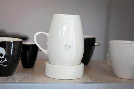 kuopiolaisen keraamikko-muotoilijan Risto Kokon käsin tekemä kuppi. Coffee cup by Risto Kokko designed for ultimate coffee sensation experience!