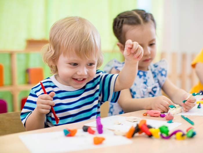 Entertaining a busy toddler can be exhausting. And expensive. Here are 6 fun games that are cheap and simple to make at home for your busy little one.  1. Guessing Box  Keep your little one guessing with
