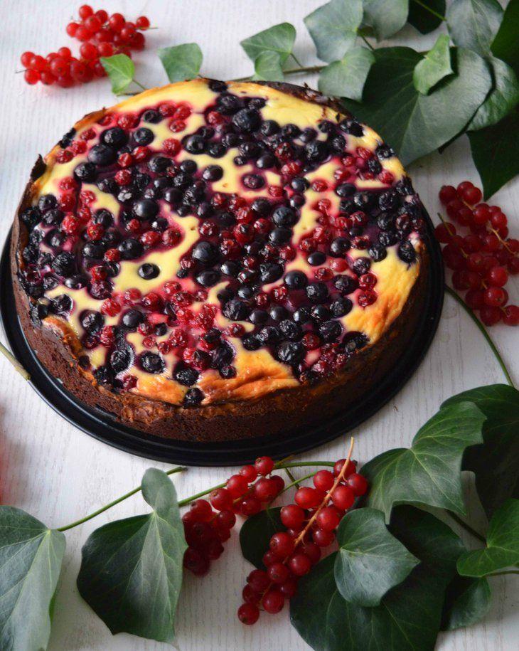 Brownie-Cheesecake mit Beeren