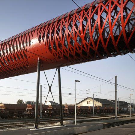 pedestrian bridge for la roche-sur-yonbernard tschumi and hugh