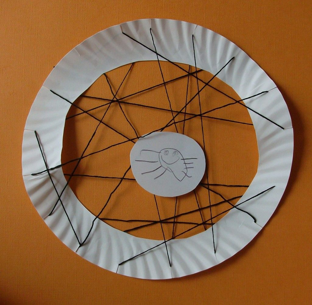 Easy paper plate spider web #craft for #preschoolers