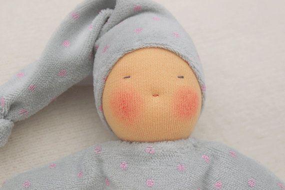 Doudou Waldorf première poupée Waldorf jouet par MainsDeLaine