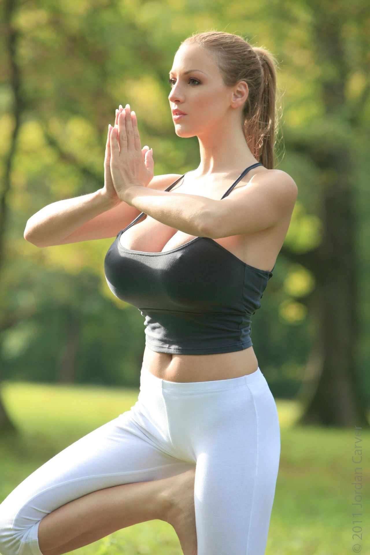 Nackt yoga jordan carver Jordan Carver