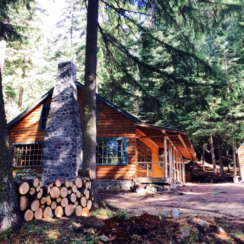 A Northern Cabin Waynedenman Log Cabin Odell Lake Oregon Cabins In The Woods Rustic Cabin Lake Cabins