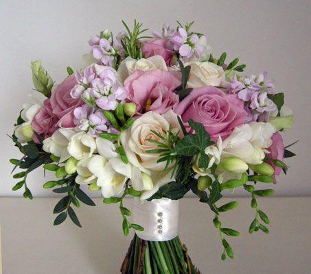 Country Wedding Flowers Ideas | Wedding Flowers Blog: Liz's Country Style Wedding Flowers, Old House ...
