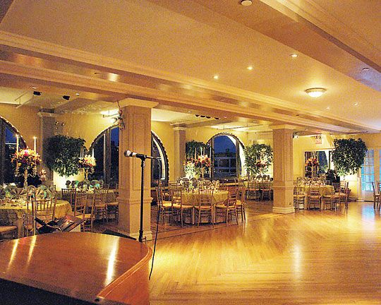 New York Wedding Guide The Reception A List Of Affordable Venues New York Magazine Nymag Manhattan Penthouse Manhattan Wedding Venues Nyc Wedding Venues