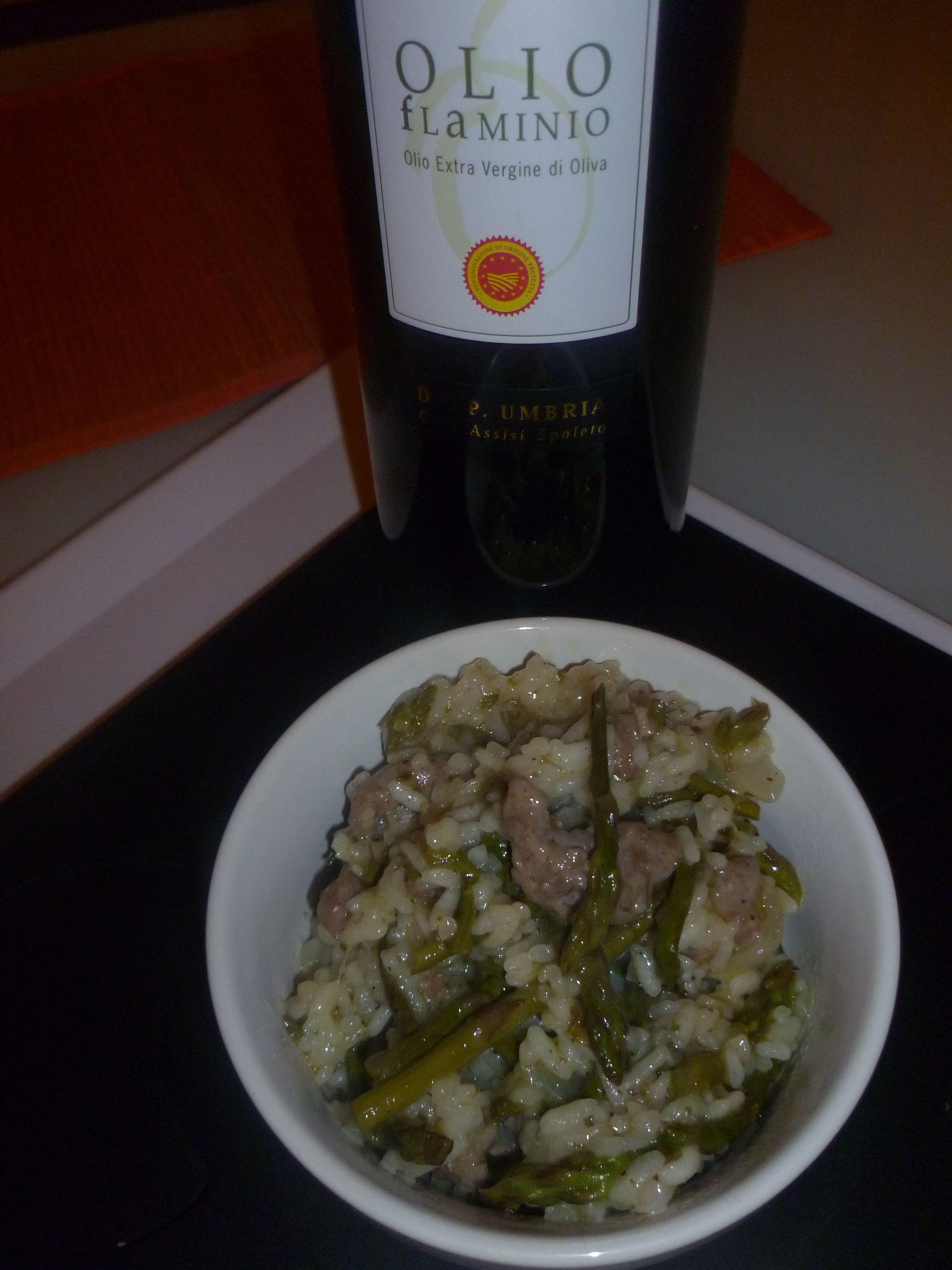 Risotto asparagi e cumino di Gabriella Lomazzi con olio Flaminio Dop Umbria!  http://olioflaminio.tumblr.com/post/21204171724/riso-con-asparagi-cumino-e-salsiccia-di-gabriella