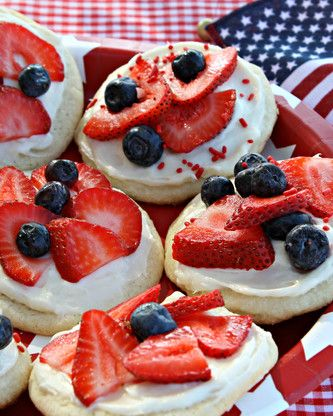 These all-American mini fruit pizzas are patriotic and good for you! Give your little ones energizing desserts this Independence Day with this fun recipe. Find everyday low price ingredients at Walmart.