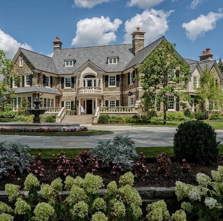 Mansions and estates bigger luxury for Massive house plans