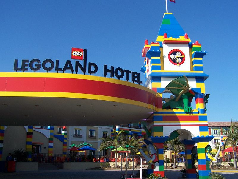 New Legoland Hotel is open in Carlsbad, CA. I WANT TO GO TO THERE ...