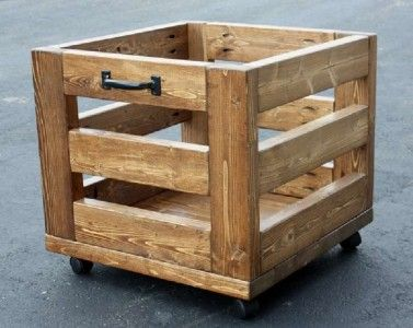 pallet box. a nice box made of pallet planks t