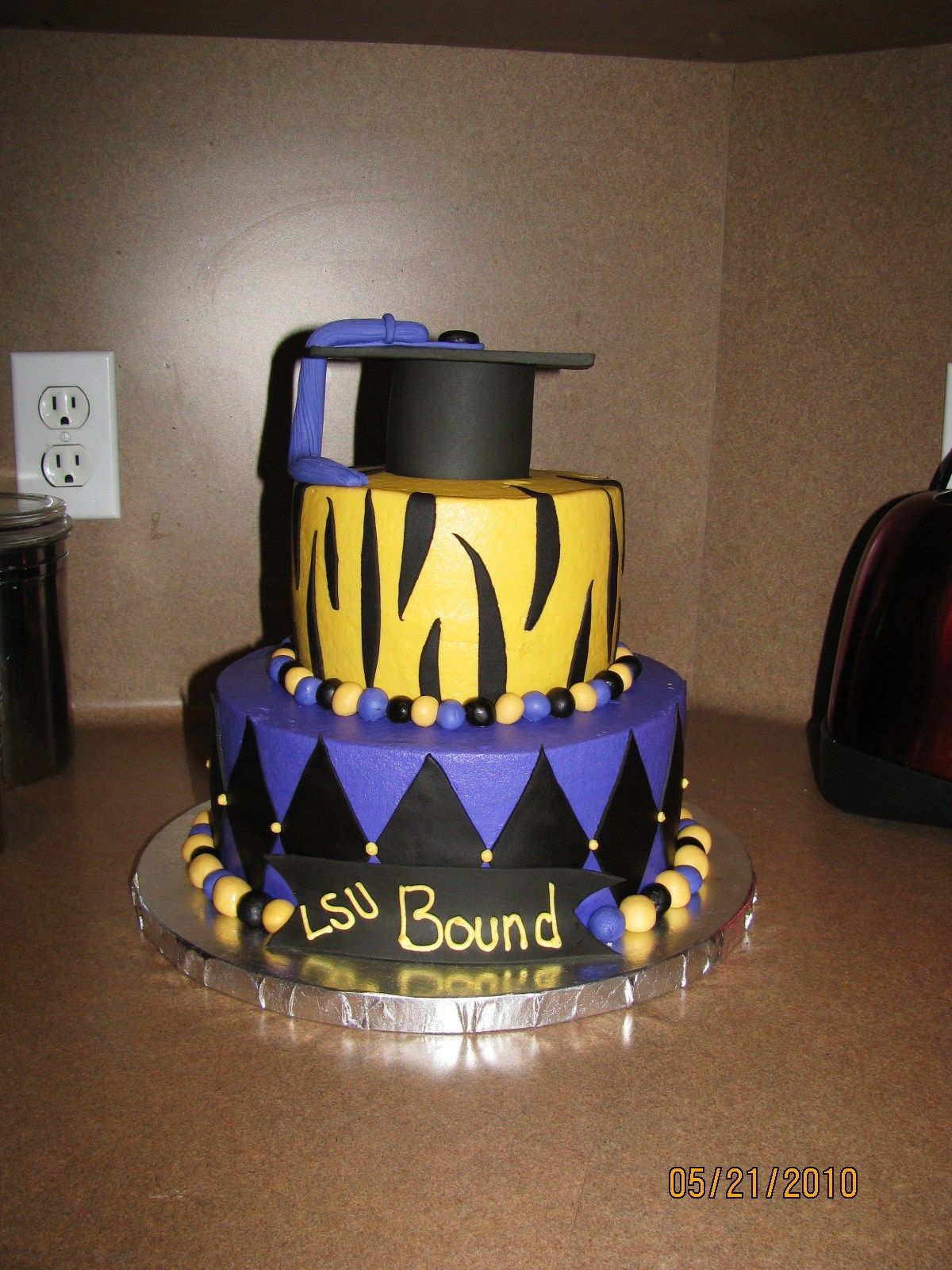 Lsu Graduation Cake 9 And 6 Inch Cakes Buttercream W Fondant