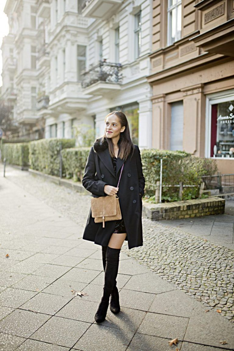 9f3d544299e9 Berlin Fashion blogger Outfit - Black Faux fur collar coat