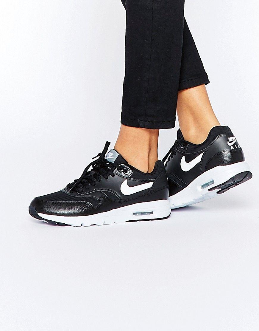 new styles 695bb a4c17 Zapatillas de deporte en blanco y negro Air Max 1 Ultra Essentials de Nike. Air  Max 1 zapatillas de deporte de Nike, Exterior de ante y malla respirable,  ...