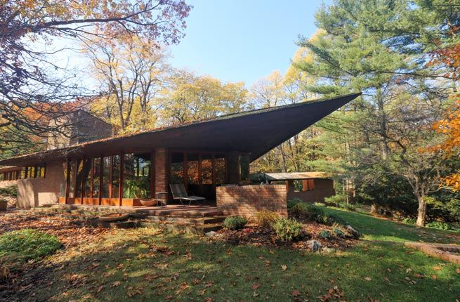 8 Frank Lloyd Wright Designed Homes You Can Sleep In