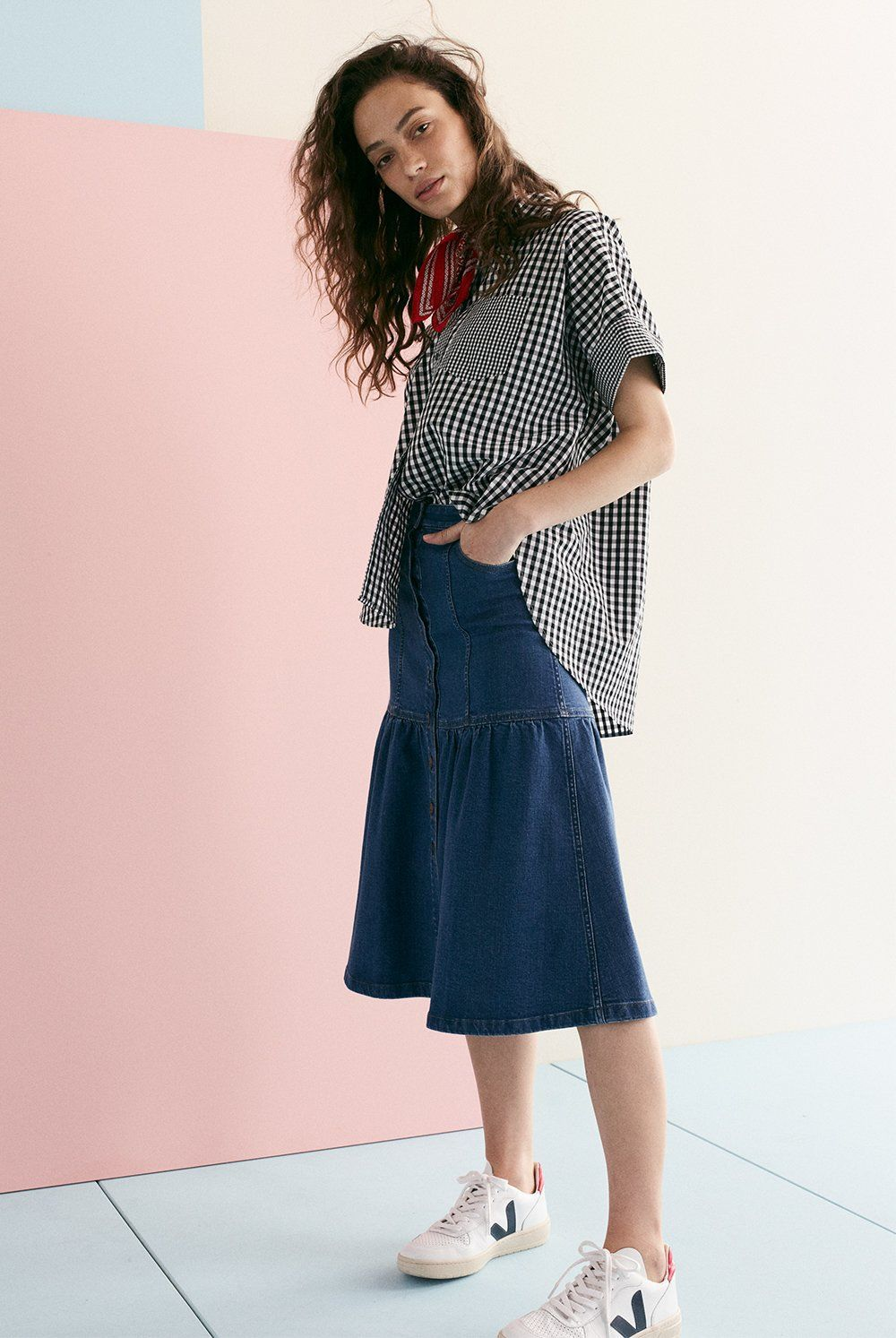 b4e800828d6 madewell denim bayview tiered midi skirt worn with gingham-play button-down  shirt