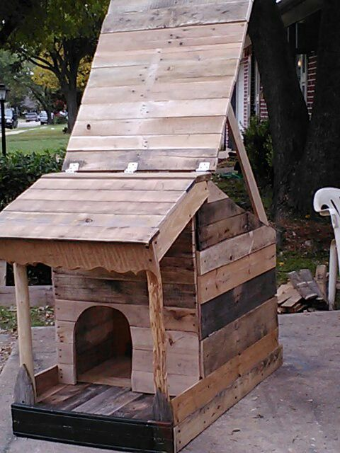 Pallet Dog House With Open Roof For Cleaning Or Just Airing Out