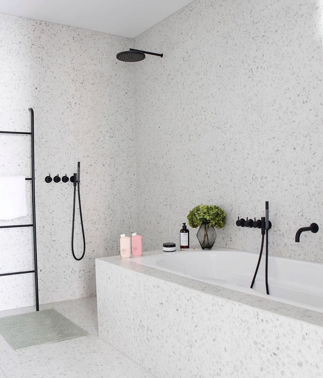 "Onsen on Instagram: ""I feel cleaner just looking at this shower — beautiful! // @lindaben _ #bathroomgoals #minimalisthome"""