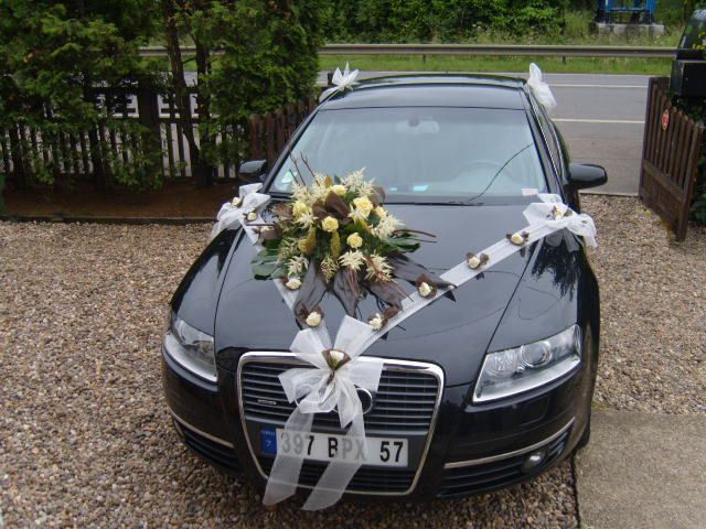 1000 images about voiture on pinterest deco wedding car decorations and cars - Fleurs Capot De Voiture Mariage