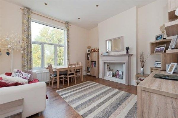 An attractive first floor period conversion flat for sale set within this substantial Victorian property on this popular road in West Dulwich. With a gross internal area of 618 sq ft the property offers spacious and very well presented accommodation compr...