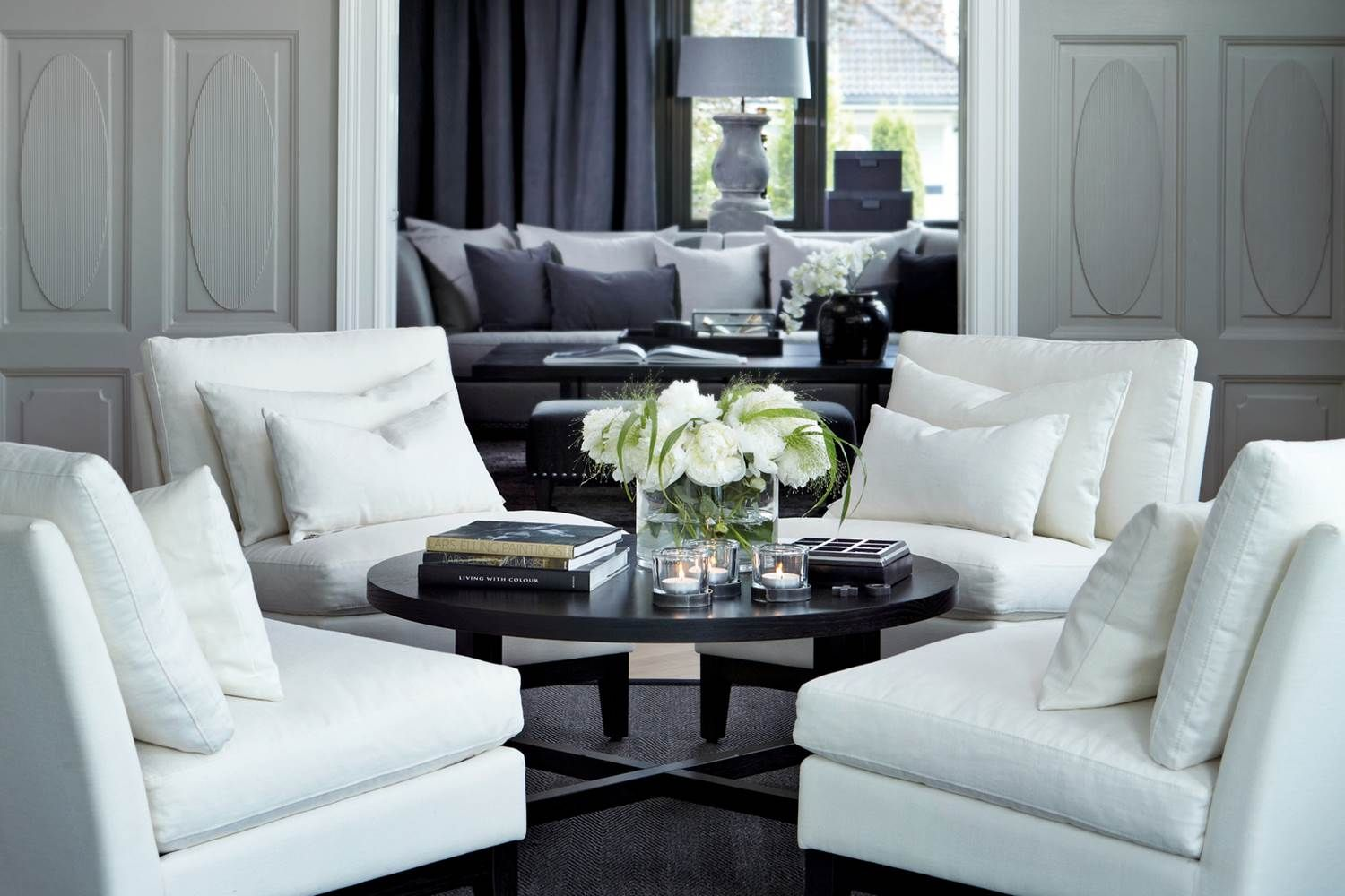 Lounge Black White Grey Dark Table With White Chairs Livingroom Inspo Nate Berkus Poltronas Giratorias Och Mesas Baixas