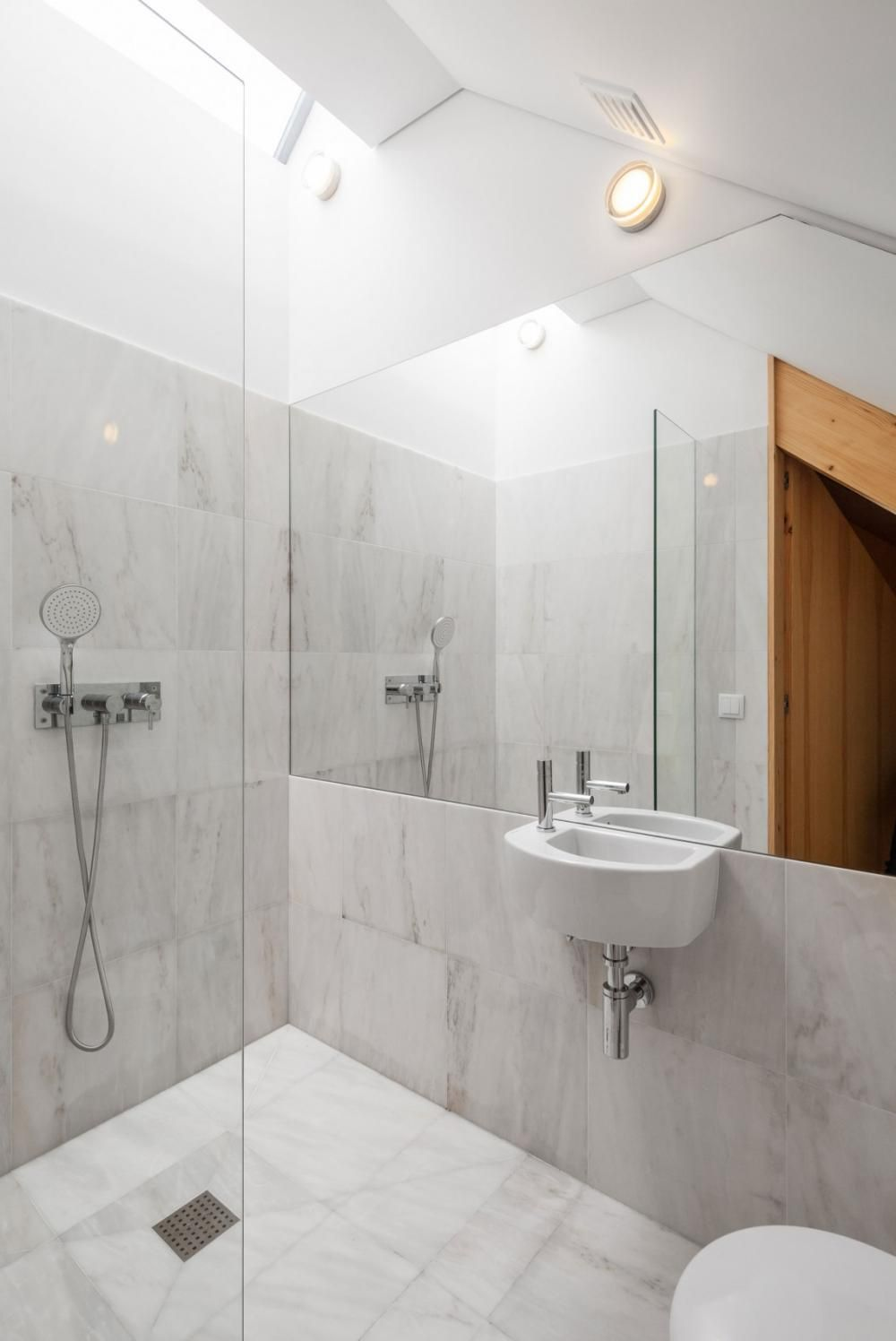 Elegant White Marble Subway Tile Wall Amazing Bathroom White Marble ...