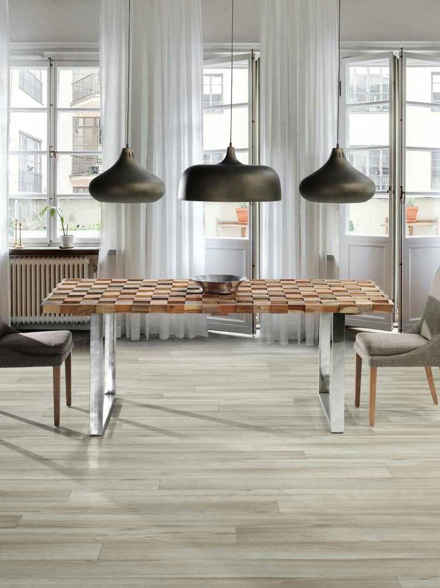 Mesa de comedor réplica de diseño con lámparas originales ...