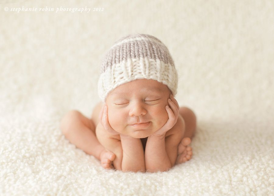 This helpful newborn photography guide provides you with newborn posing examples safety information newborn workshops inspiring newborn photography