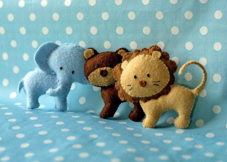 The little felt lion is so cute! via Etsy.,
