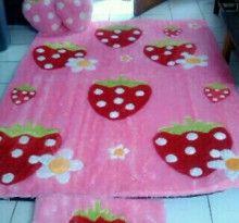 Ambal Bulu Bahan Rasfur Strawberry Tebal 3 Cm Karpet Kasur Lantai Boneka