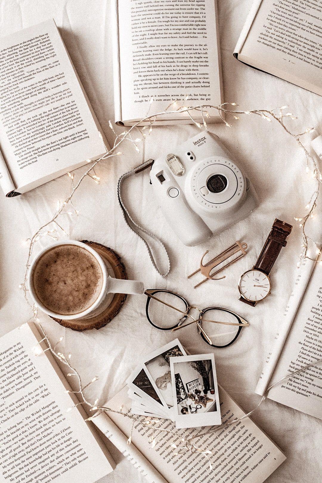 La Reunion Del Asociacion De Trabajo El Software De Instalacion Complicado Cafe Latte In 2020 Book Wallpaper Aesthetic Iphone Wallpaper Aesthetic Pastel Wallpaper