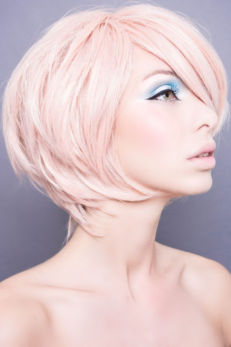 Elke Willemen  Make Up. My Story @Lannoouitgeverij Makeup book  Pink wig blue pastel liner sweet look soft makeup Makeup: Elke Willemen  Photography: Tom Vandewalle Model: Daisy Olie