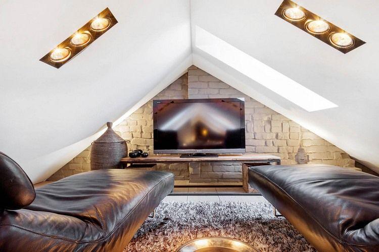 kleines Heimkino im Dachgeschoss mit Leder Relaxliegen   Dachboden ...