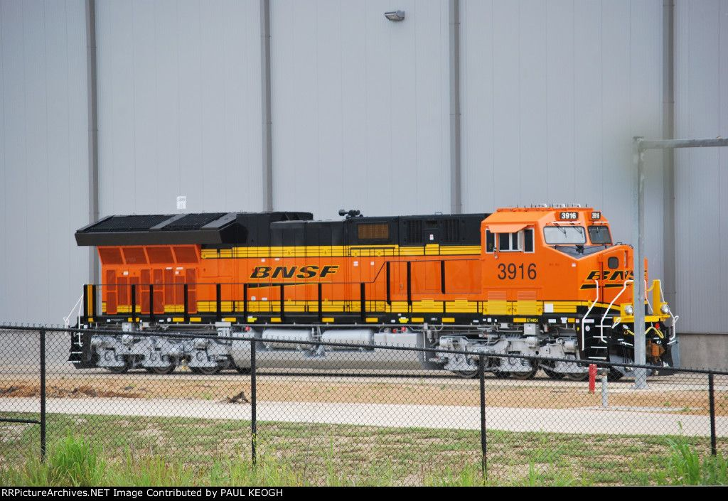 BNSF #3916 - the 1st of 161 Tier 4 ET44C4 locomotives BNSF will be receiving from GE Transportation. By Paul Keogh.