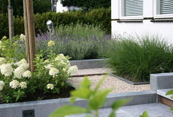 Strakke voortuin pinterest tuin voortuinen en tuinen - Tuin grind decoratief ...
