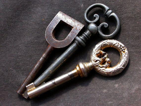 I love skeleton keys and I LOVE these skeleton keys!!!