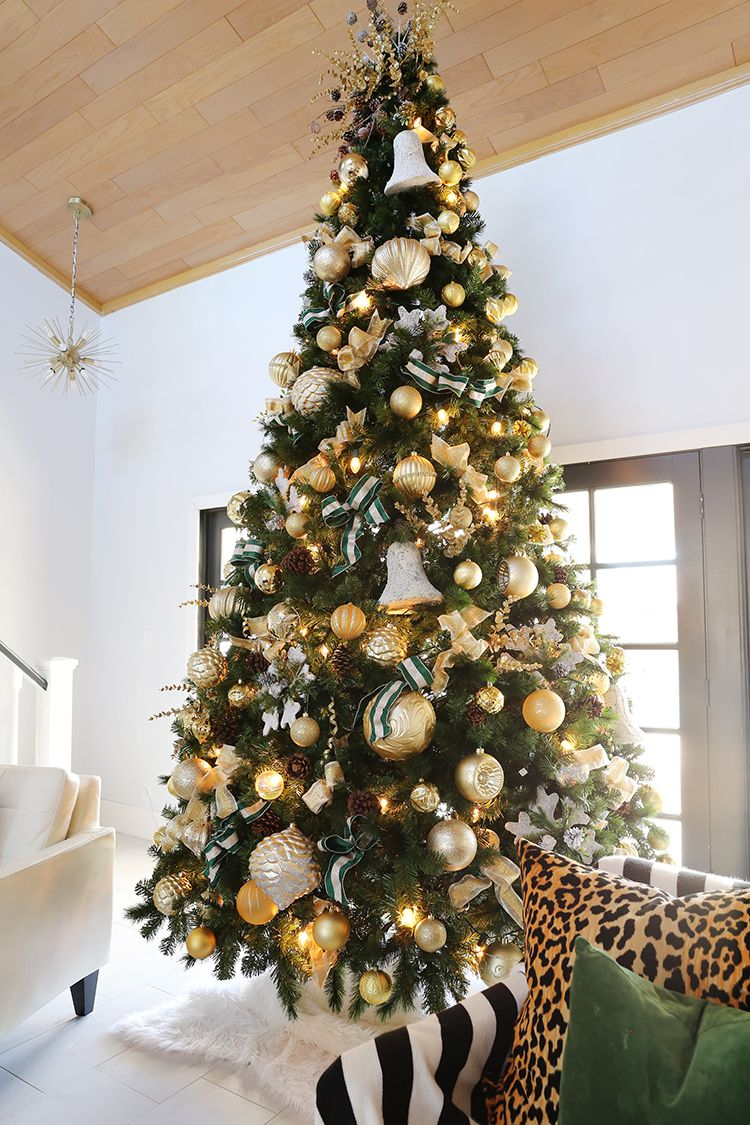 How To Decorate A 12 Ft Christmas Tree With Gold Tones Christmas Tree Decorations 12 Ft Christmas Tree Amazing Christmas Trees