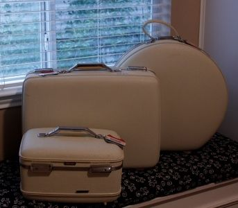 668fed785 Classic White American Tourister Luggage Set   Vintage Suitcases ...