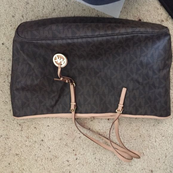 Michael Kors Jet Set The outerwear is an extremely good contrition the inside is a bit dirty especially the inside zipper pouch but nothing a good wash can't fix Michael Kors Bags Totes