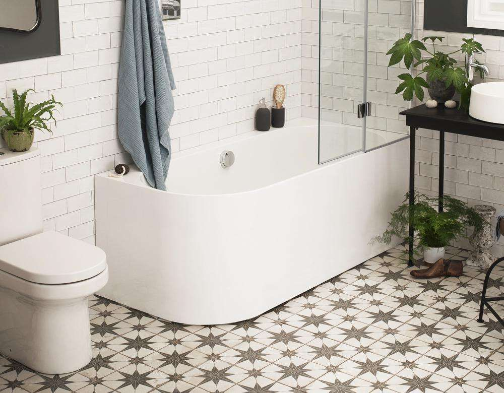 A Freestanding Bath That You Can Put A Bath Screen On In 2020