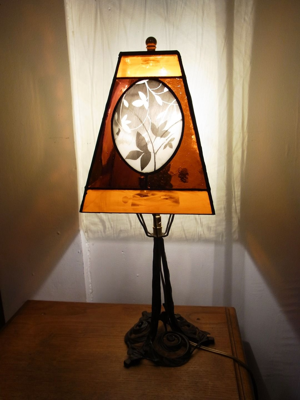 Lampe vitrail peinte à la main : L'Automnale : Luminaires par patrick-ducre